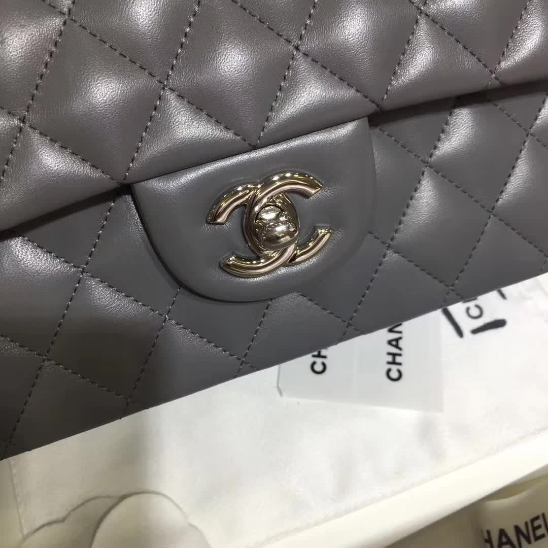 Chanel 香奈儿 Classic Flap 小羊皮 锡器灰 25cm 银扣