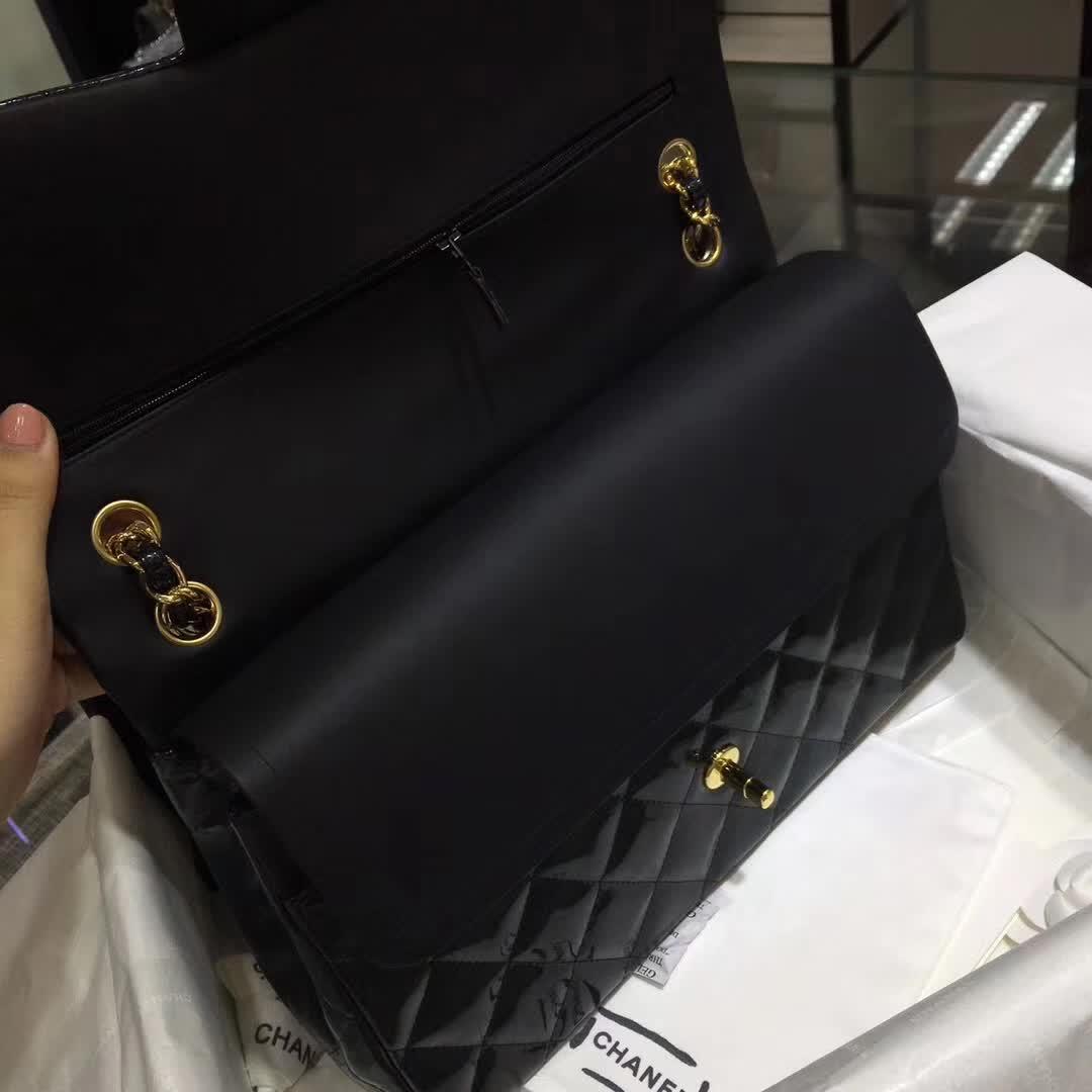 香奈儿官网 Classic Flap 漆皮 烛光铁灰 30cm 金扣