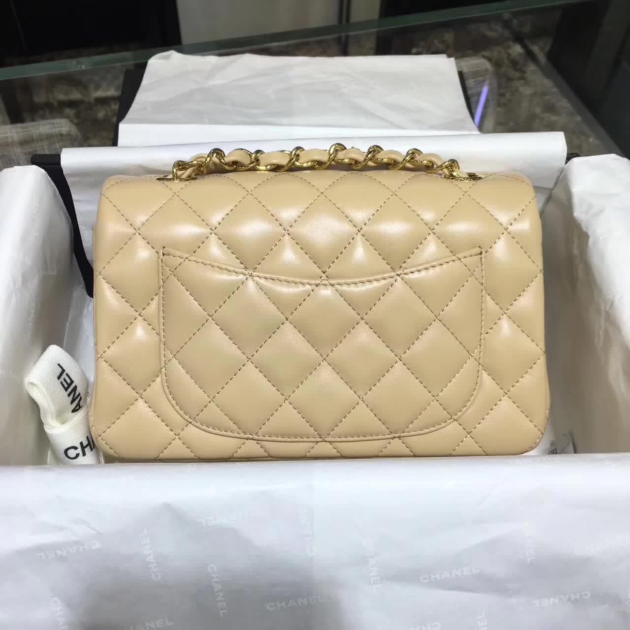 Chanel 香奈儿 Classic Flap 小羊皮 杏色 20cm  五金:金色