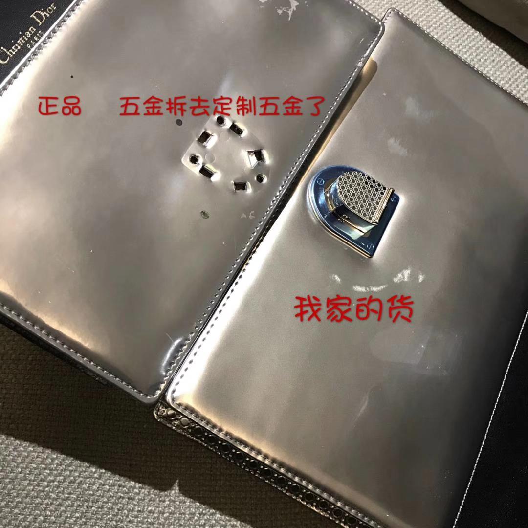 Dior腾格纹金属银25cm原版 vs 大货
