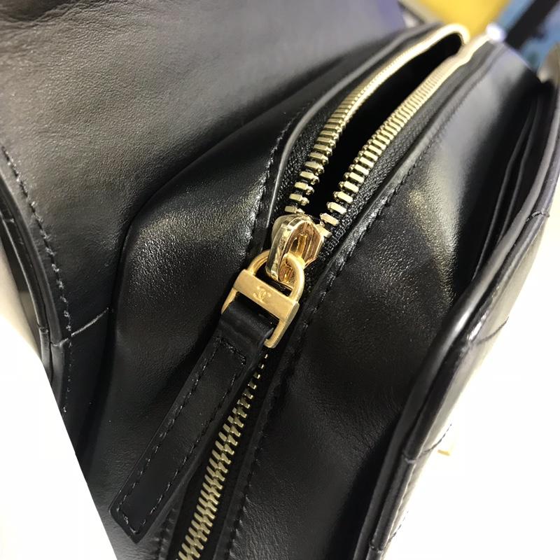 Chanel 新款 2018巴黎汉堡系列 进口牛皮 斜跨包 中号 现货 经典黑