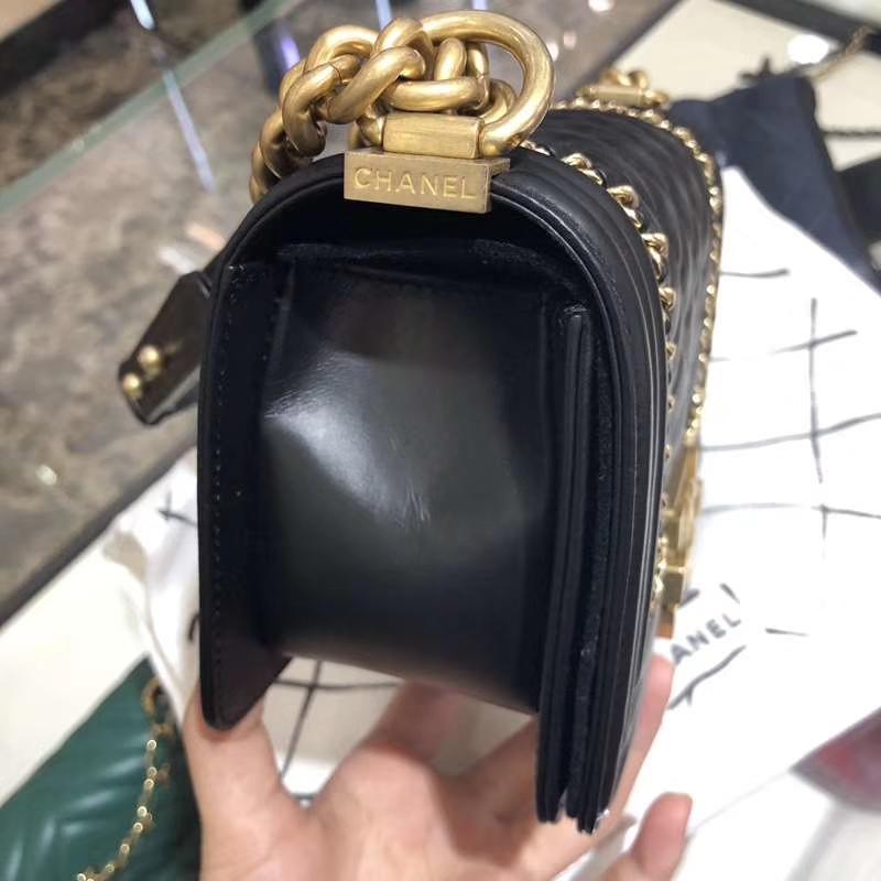 Chanel 香奈儿 Leboy Bag 链条款 树羔皮 20cm 黑色 沙金