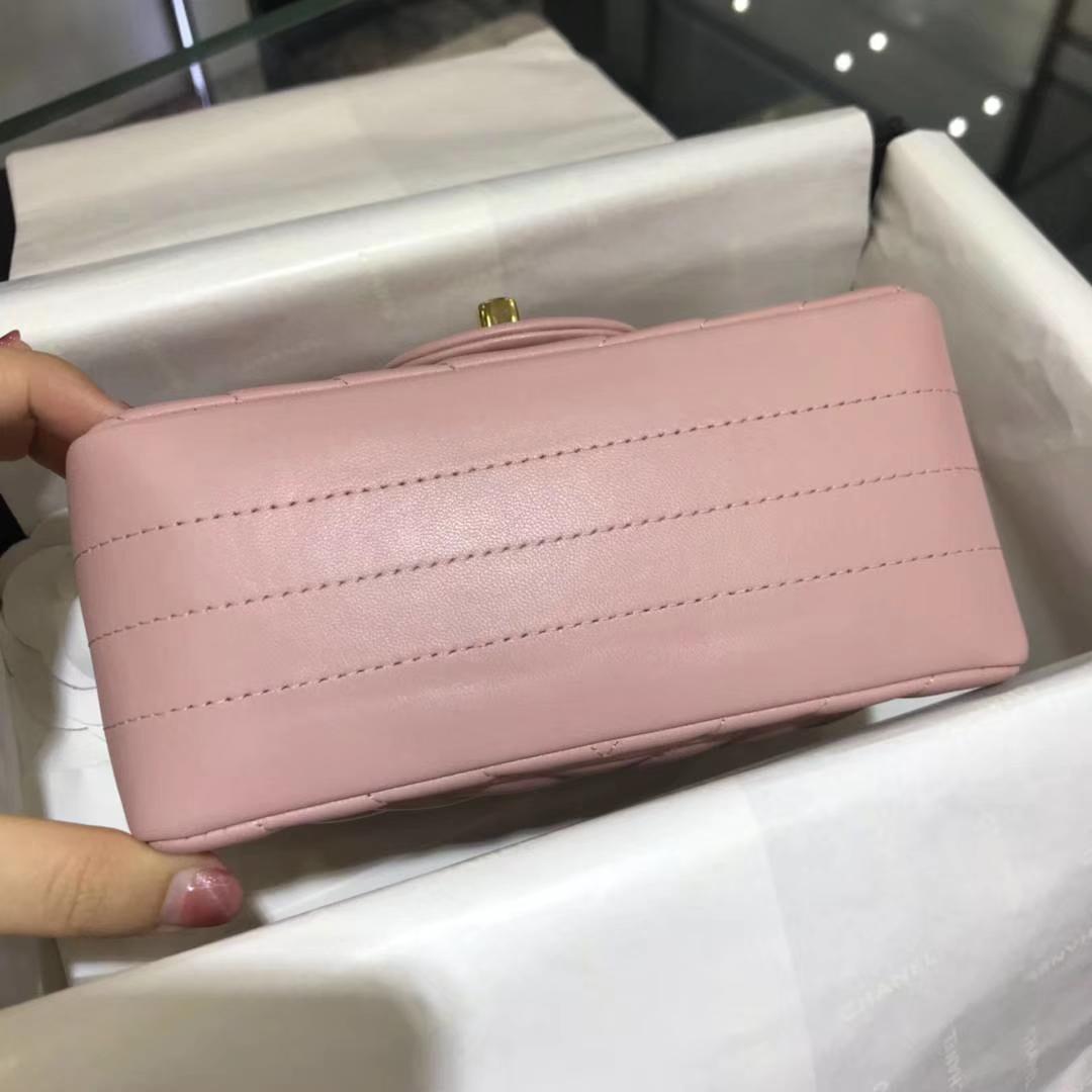 Chanel 香奈儿 V字绣 小羊皮 浅粉色 17cm 金扣