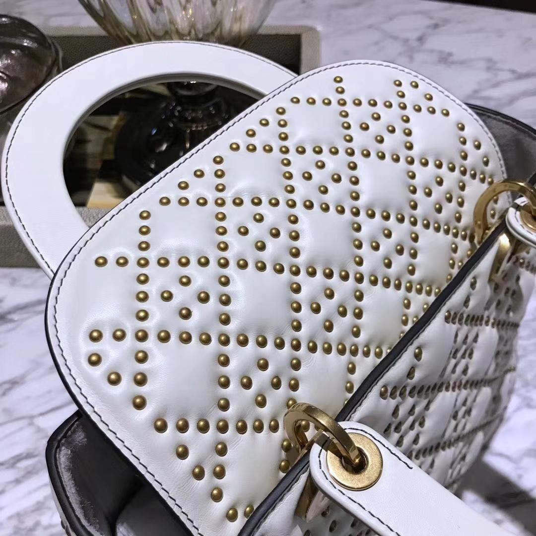 Dior 五格(24cm)复古风牛皮铆钉包 Lady Dior 白色