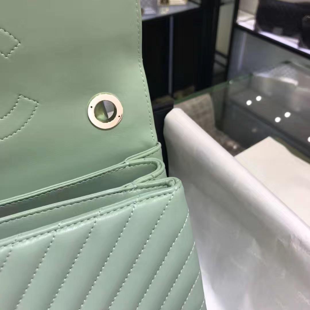 Chanel 香奈儿 TrendyCC大V 小羊皮 抹茶绿 25cm 香槟金(现货)