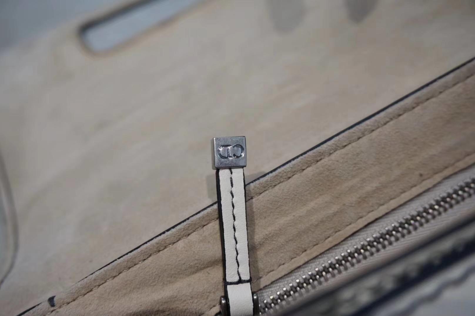 DIOR迪奥 翻盖牛皮包 25cm 白色 金扣