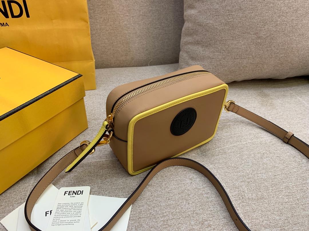 Fendi 芬迪 最新相机包 现货 18*13*7cm 8856  斜背 新款F标志