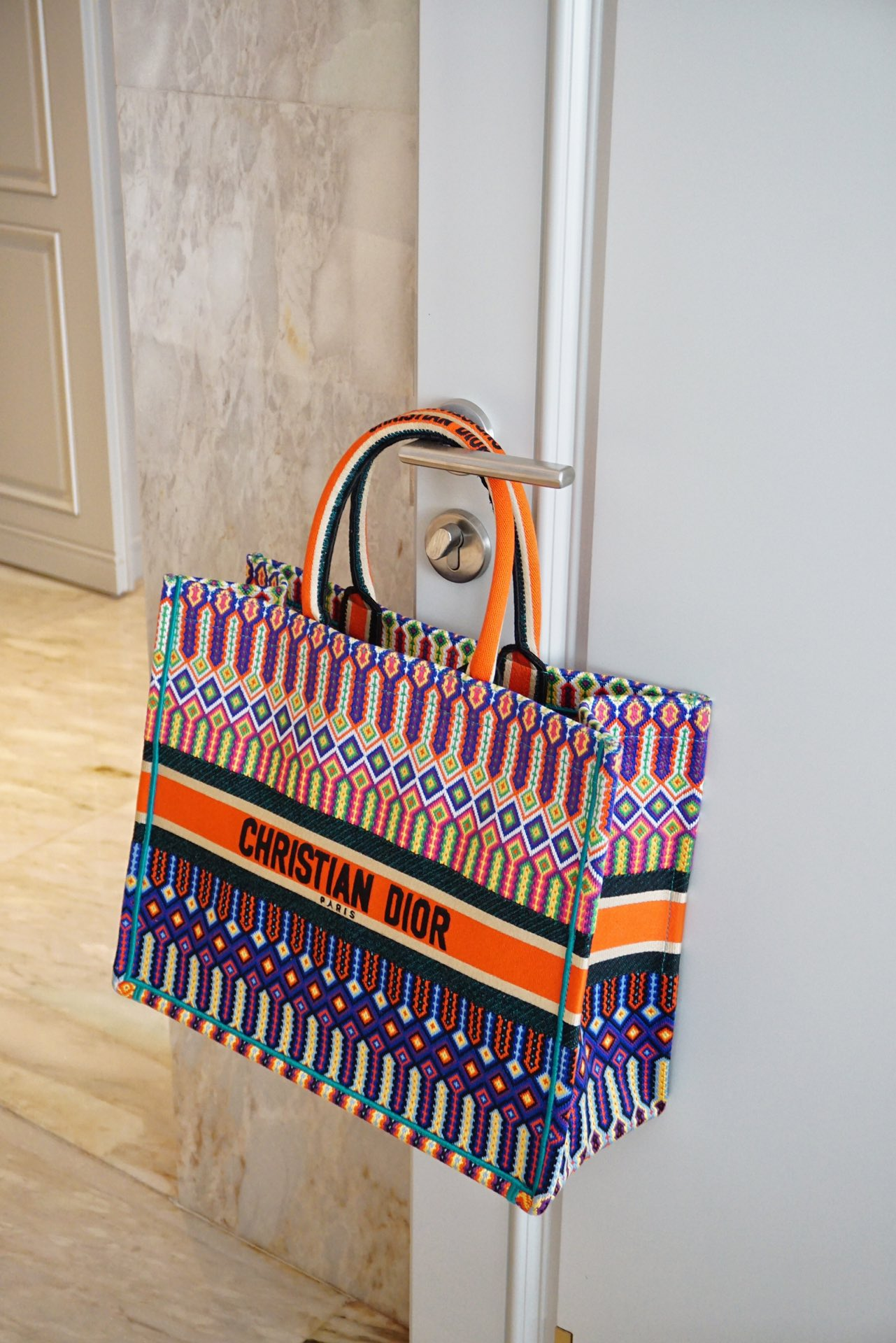 女士个性化刺绣购物袋 精湛的刺绣工艺完美呈上 Dior购物袋