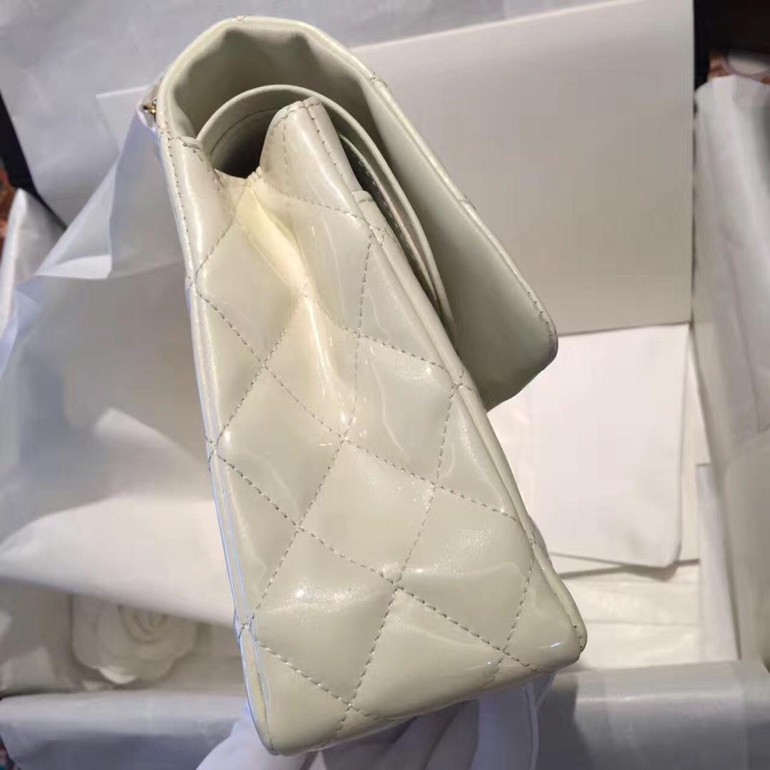 Chanel 香奈儿《Classic Flap》代购版本 25cm 进口漆皮 白色 金扣