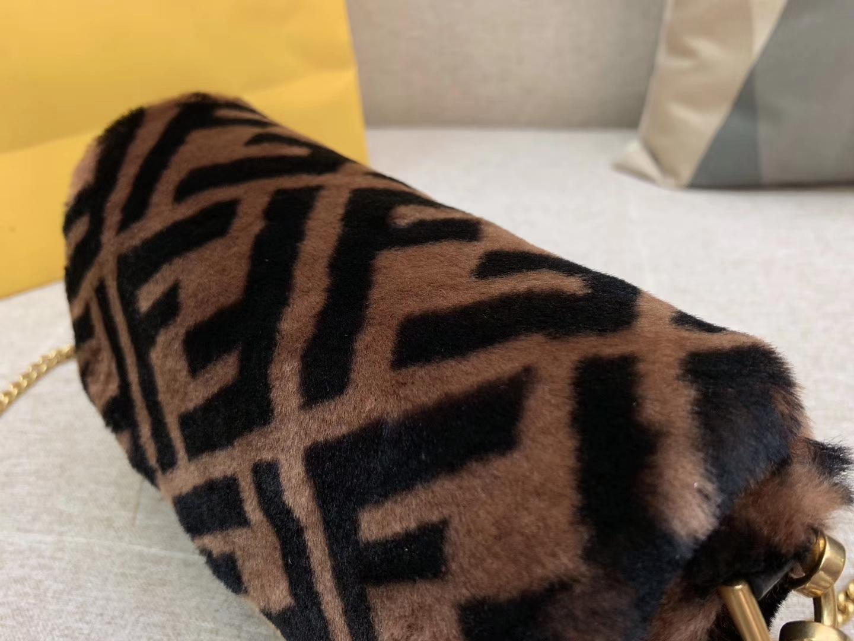 现货 Baguette最经典的包款 毛茸茸的羊毛 法棍包 19cm800321