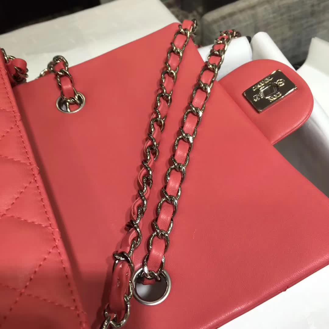 Chanel 香奈儿 Classic Flap 小羊皮 西瓜红 20cm 银
