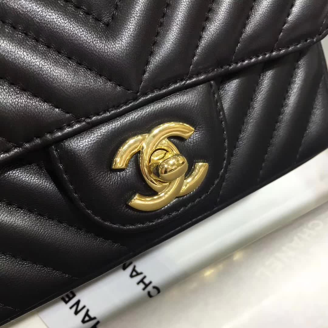 Chanel 香奈儿 V字绣 小羊皮 黑色 17cm 金扣