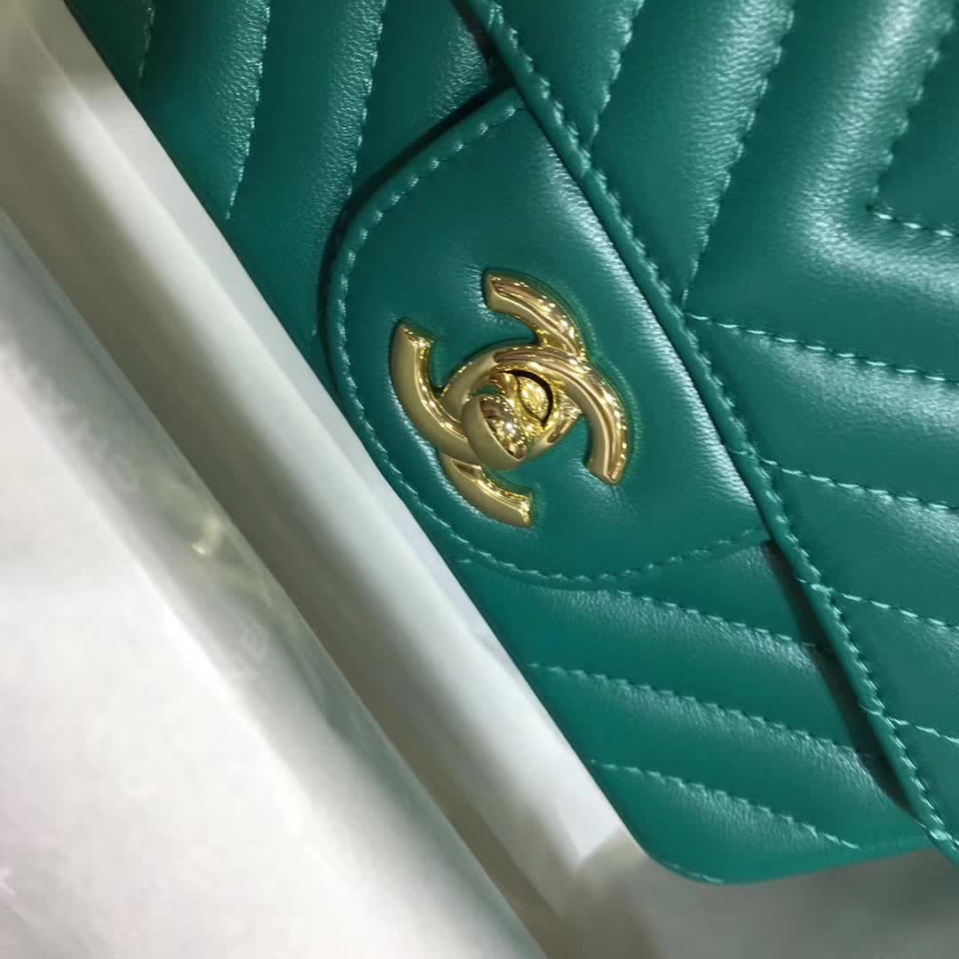 Chanel 香奈儿 V字绣 小羊皮 翡翠绿 17cm 香槟金