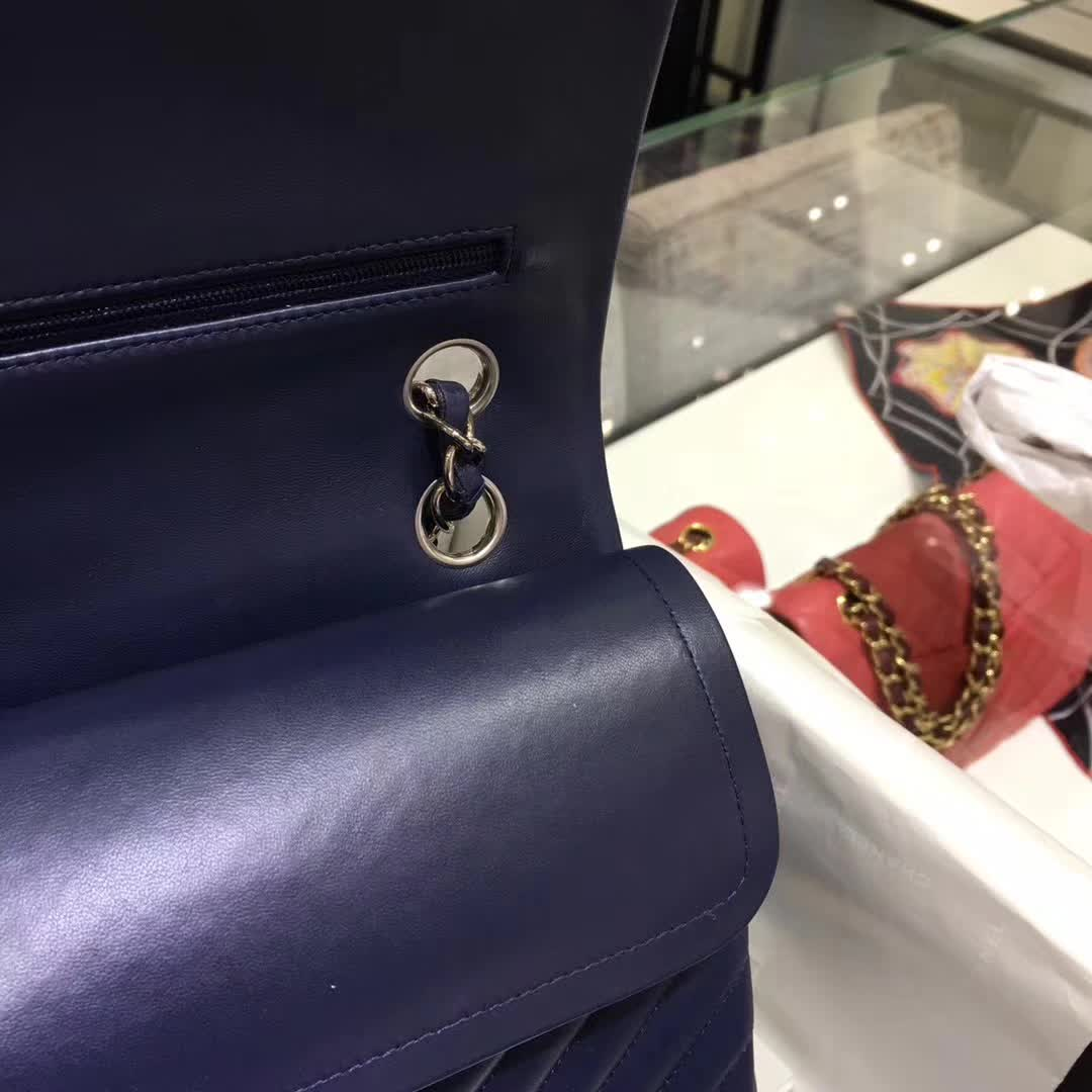 Chanel 香奈儿 V字绣 小羊皮 宝石蓝 25cm 银色