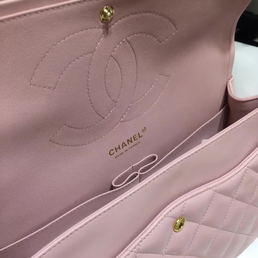 Chanel 香奈儿 Classic Flap 小羊皮 浅粉色 30 金扣