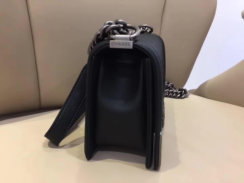 Chanel 香奈儿 Leboy  宫廷款 胎牛皮 黑色 25cm 古银五金