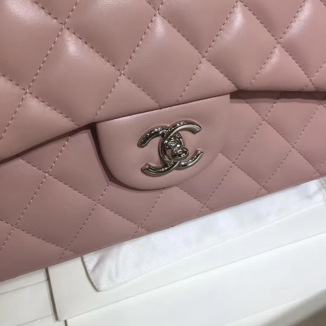 Chanel 香奈儿 Classic Flap 小羊皮 浅粉 30cm  银扣