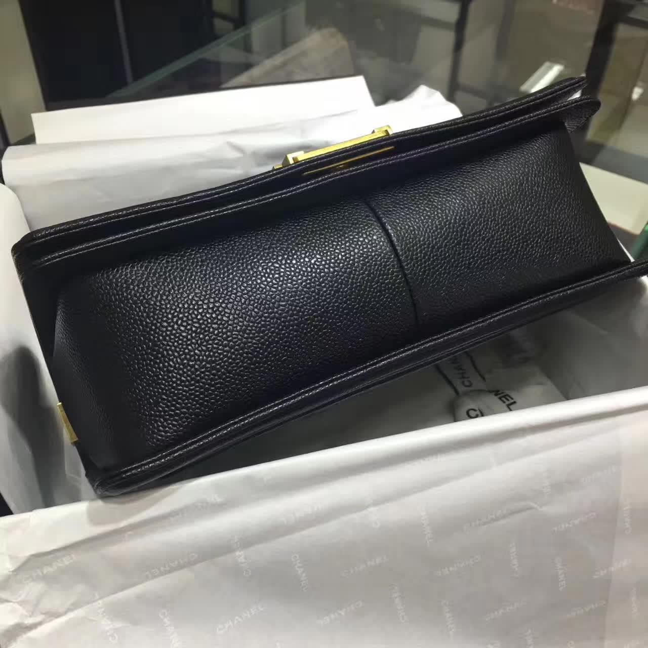 香奈儿官网  Chanel Leboy 28cm 黑色 古金色 球纹