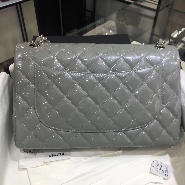 Chanel 香奈儿 Classic Flap 漆皮 银灰色 30cm 五金:银