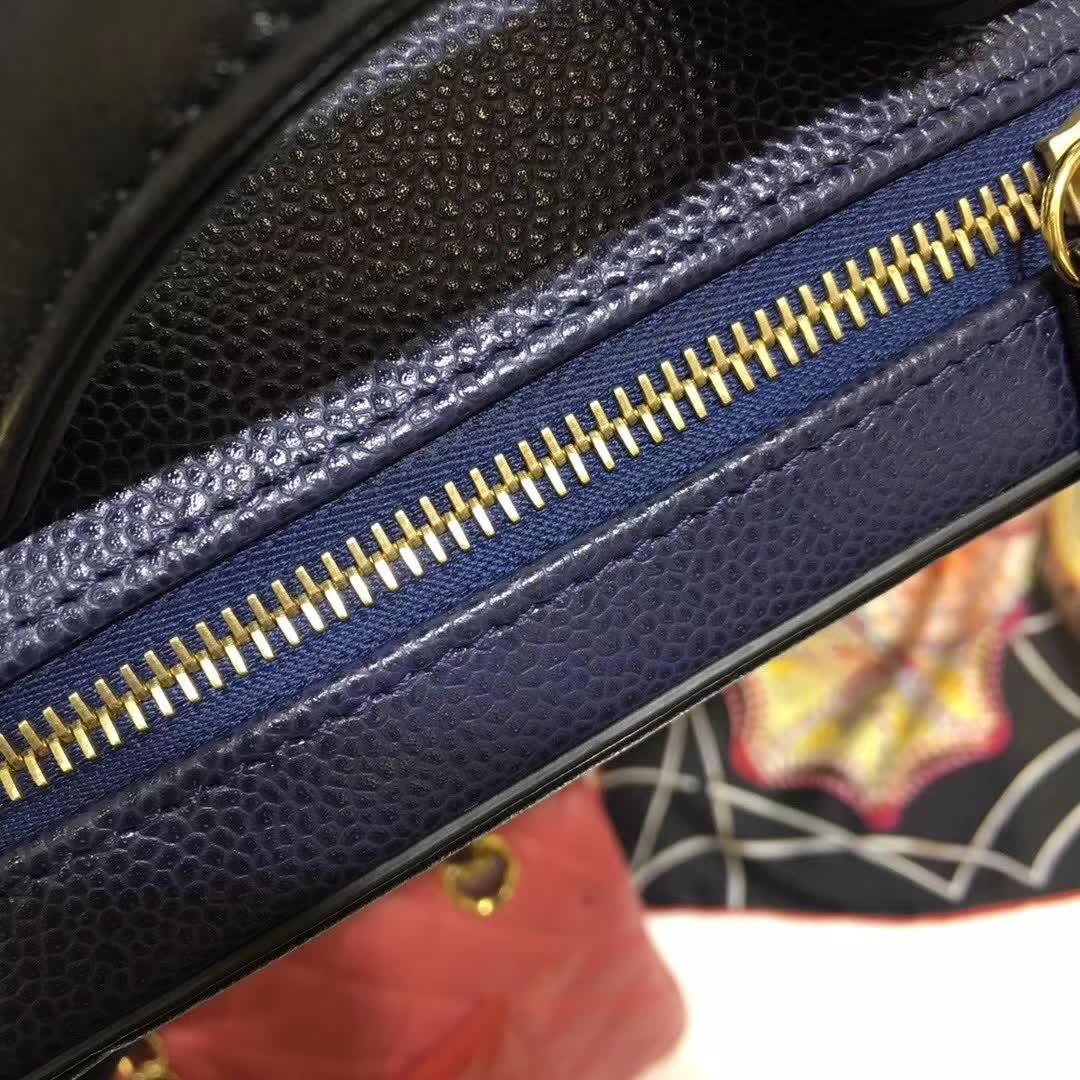 Chanel 香奈儿 化妆包 相机包 金扣 进口的意大利lili拉链 广州白云皮具城