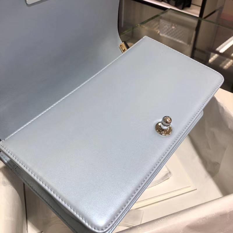 Chanel 香奈儿 Leboy Bag 大V款 小羊皮 珠光蓝色 25cm 大理石纹琉璃扣 Dream Bag系列
