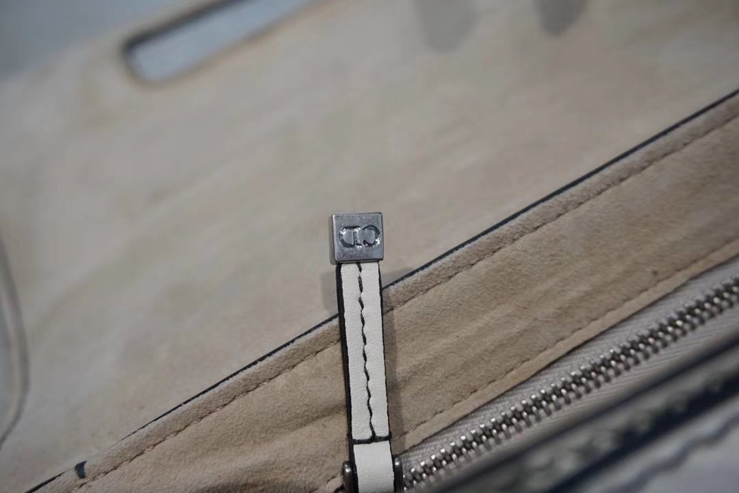 Dior 迪奥 五金 线路 细节 清晰可见 市场最高版本25cm 牛皮包 原厂胎牛皮制作
