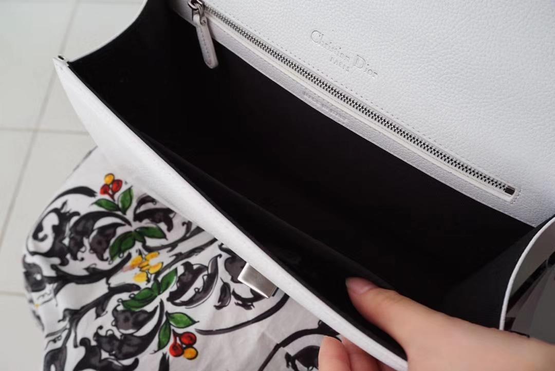 Dior 腾格纹 25cm/21cm 触粒面牛皮  夏天专属色 白色