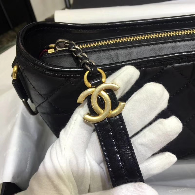 Chanel 香奈儿 小香流浪包 黑色 大号28cm 红色内里 羊皮