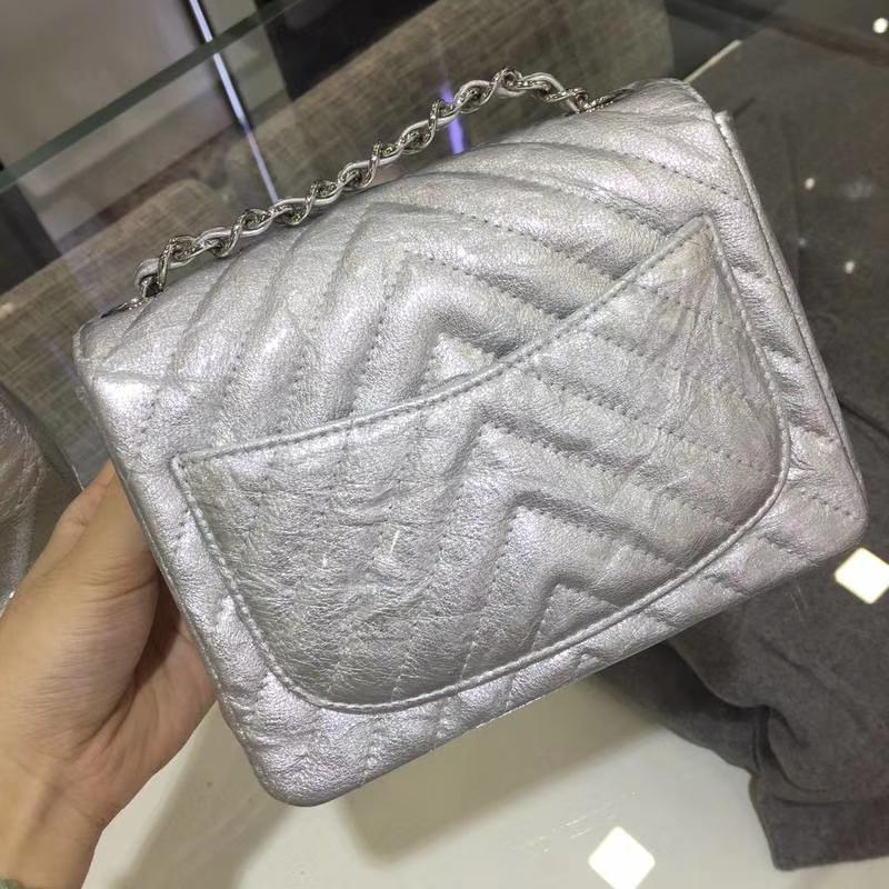 Chanel 香奈儿 cf 17cm 皱漆皮 银扣 内里皮皱外面皮是漆皮 有点特别