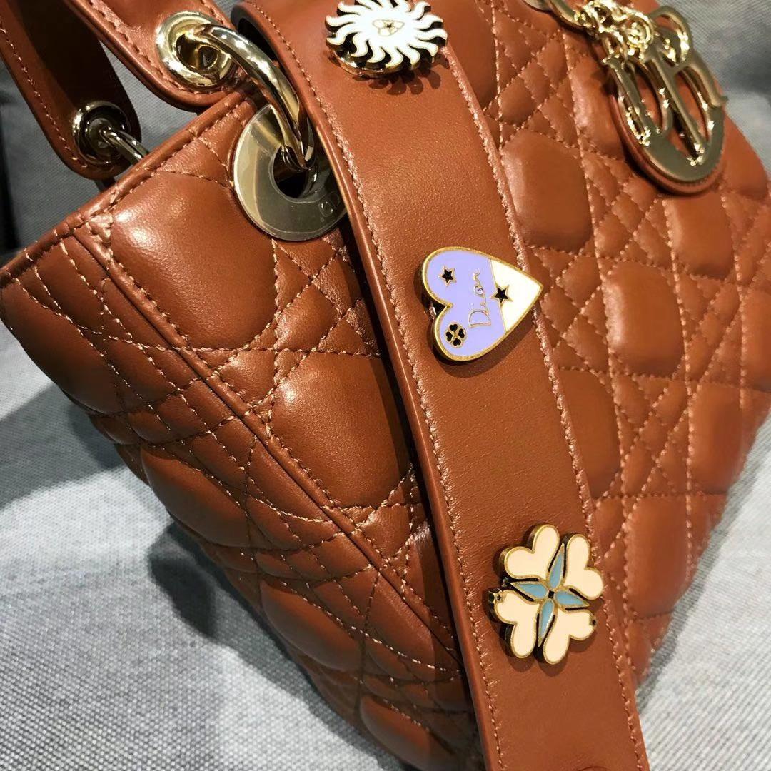 Dior 迪奥 戴妃包 Lady Dior 四格羊皮戴妃包 徽章自选经典焦糖色