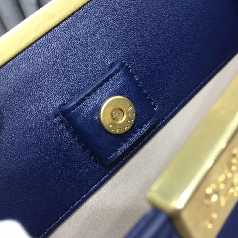 2018年新款口盖包 进口小羊皮 金色金属黄 宝石蓝23cm