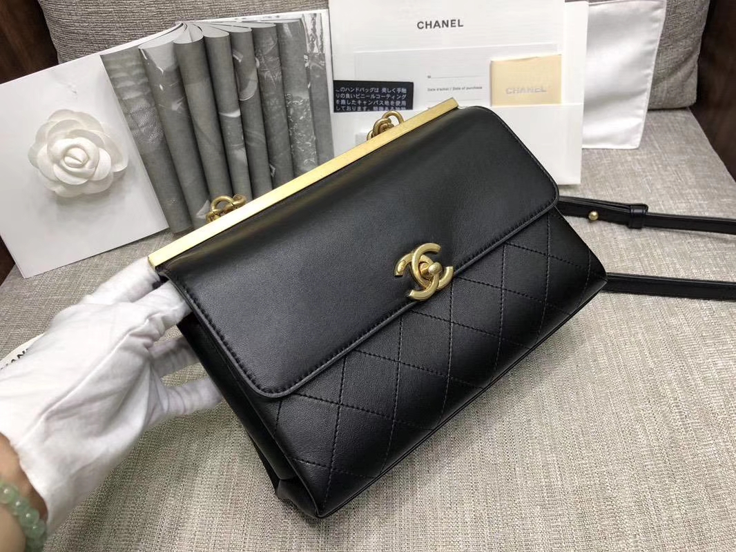 2018年新款口盖包 进口小羊皮 金色金属黄 23cm 28cm