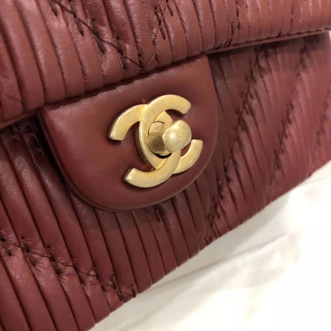 Chanel 香奈儿 希腊褶皱款 酒红色 25cm 现货 五金非常有质感
