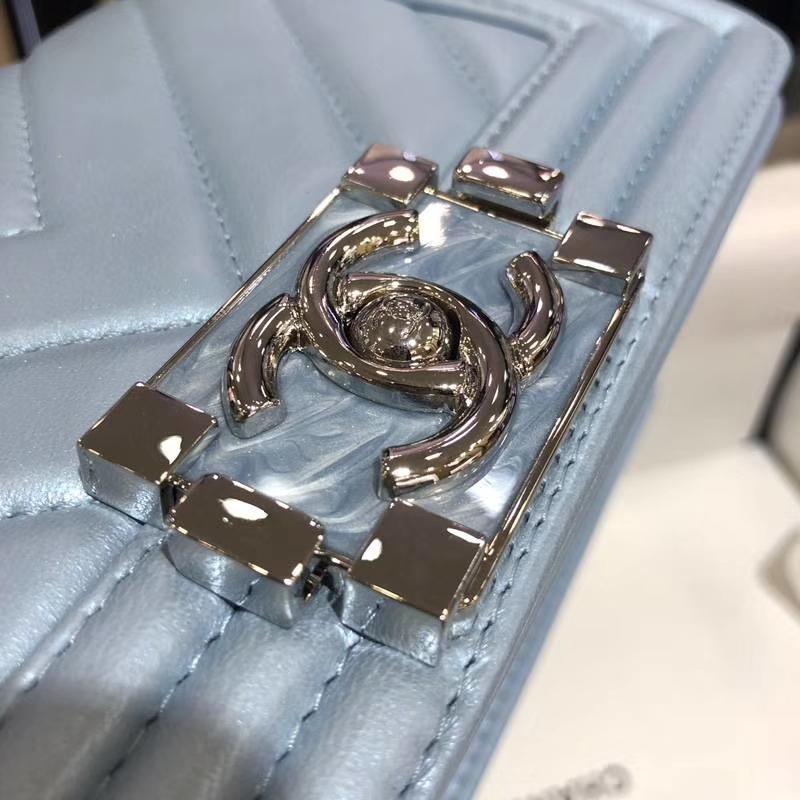 Chanel 香奈儿 Leboy Bag 大V款 小羊皮 珠光蓝色 20cm 大理石纹琉璃扣 Dream Bag系列