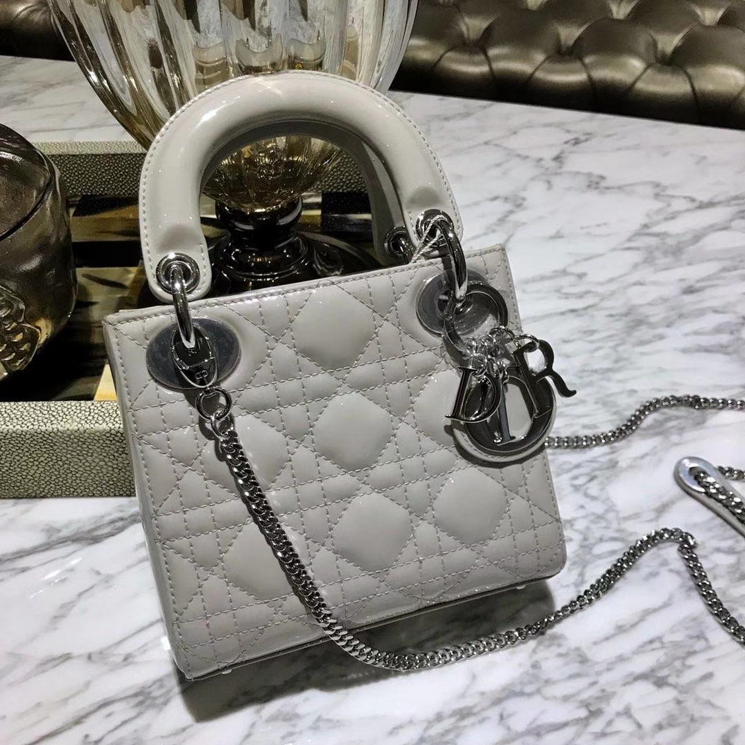 Dior 迪奥 小号 戴妃包 Lady Dior 17cm漆皮戴妃 现有颜色 珍珠灰