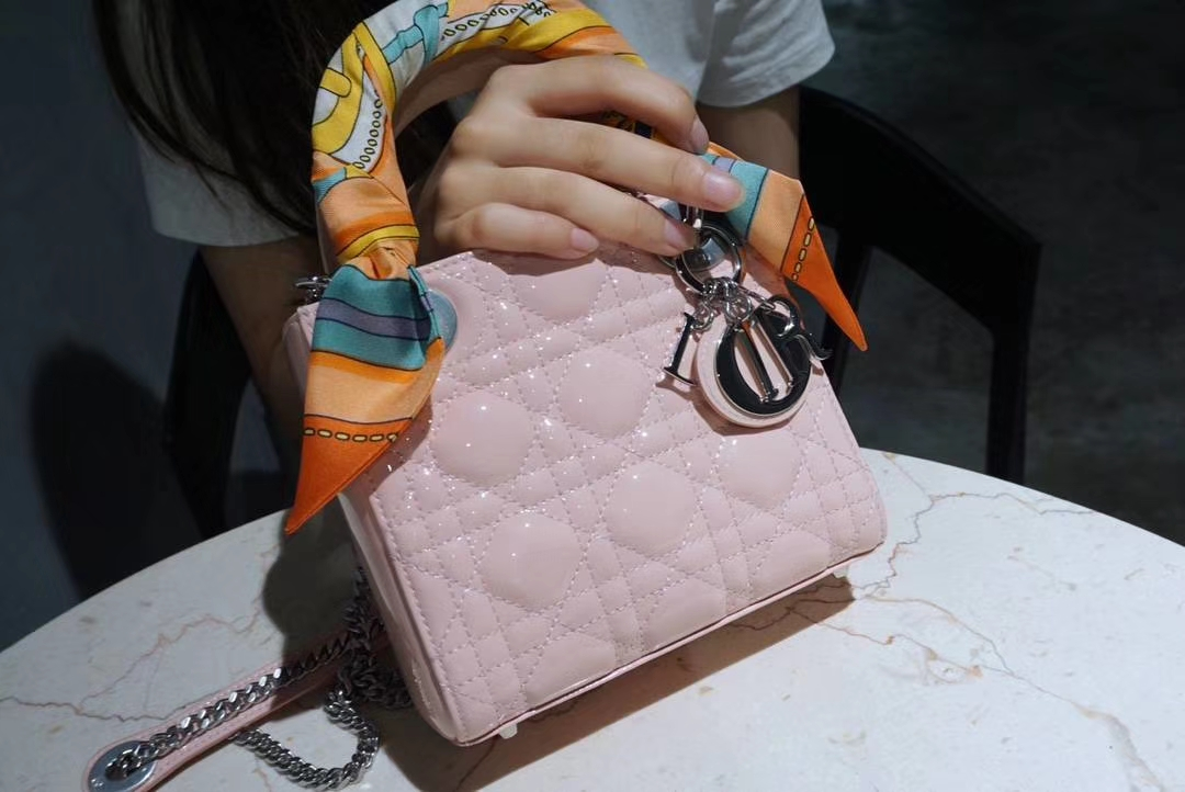 Dior 迪奥 小号 戴妃包 Lady Dior 17cm漆皮戴妃 现有颜色 水粉色