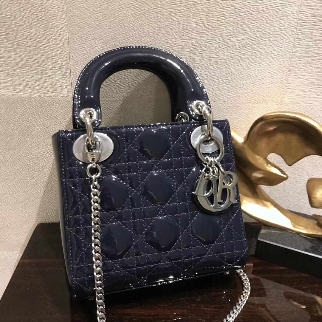 Dior 迪奥 小号 戴妃包 Lady Dior 17cm漆皮戴妃 现有颜色 深海蓝 银扣