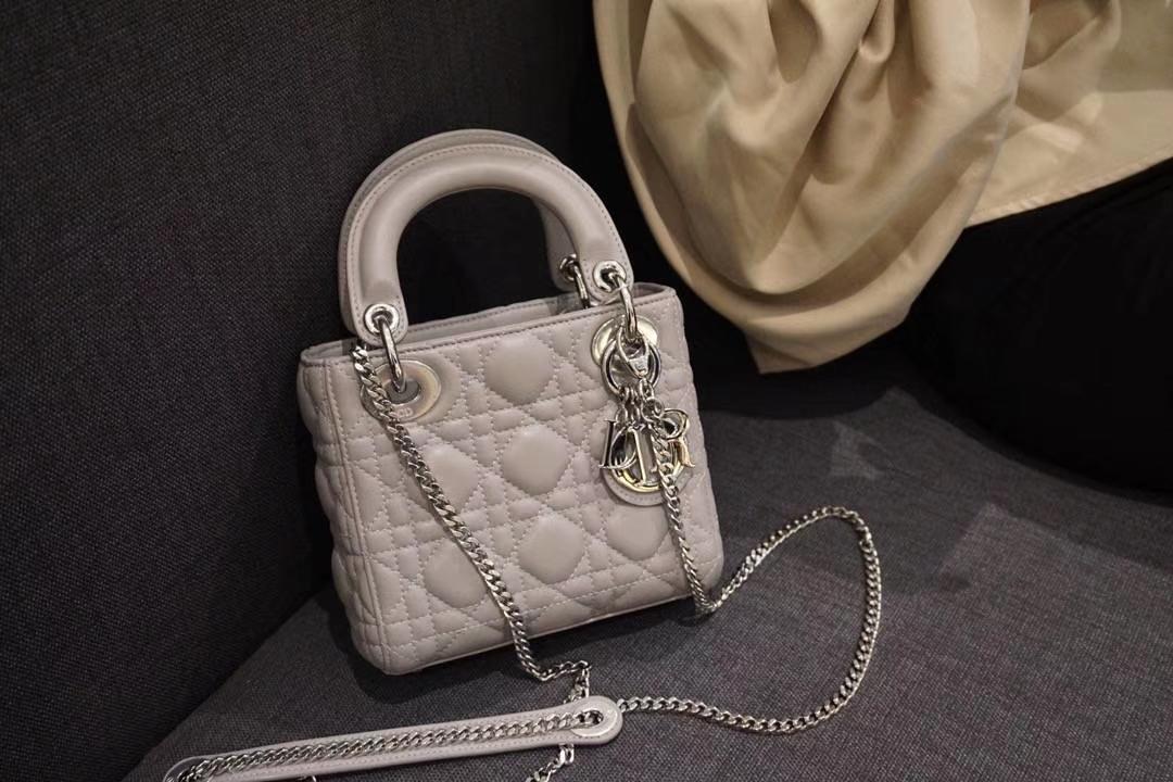 Dior 迪奥 小号 戴妃包 Lady Dior 17cm羊皮戴妃 现有颜色 珍珠灰 金银扣