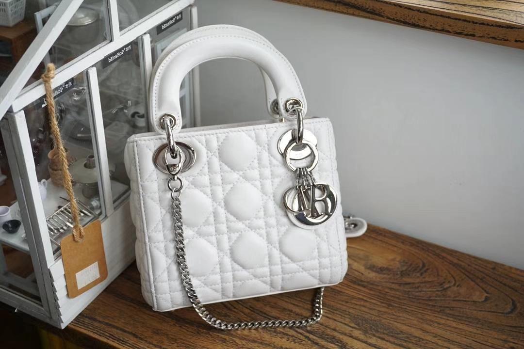 Dior 迪奥 小号 戴妃包 Lady Dior 17cm羊皮戴妃 现有颜色 纯白色