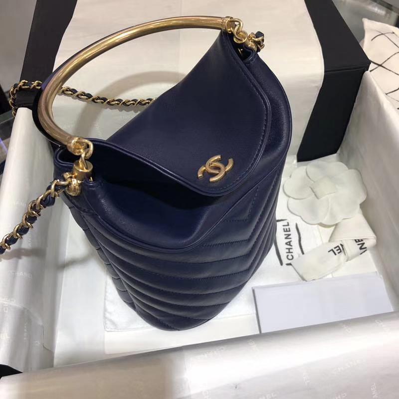 Chanel18巴黎汉堡系列新款BucketBag 蓝色 金属手柄 水桶包 意大利小羊皮