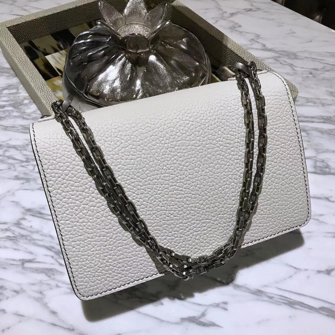 Dior 迪奥 JADIOR 25cm 翻盖式设计链条包  牛皮大象纹陶瓷扣 白色 实拍图