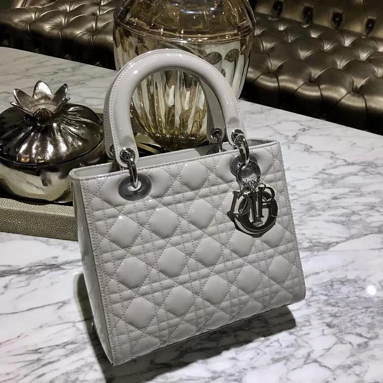 Dior 迪奥戴妃包 Lady Dior 全新 漆皮五格珍珠灰 细节实拍