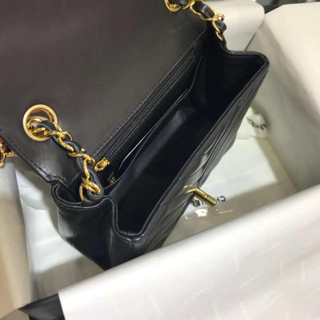 Chanel 香奈儿 V字绣小羊皮 黑色 17cm 金色 现货