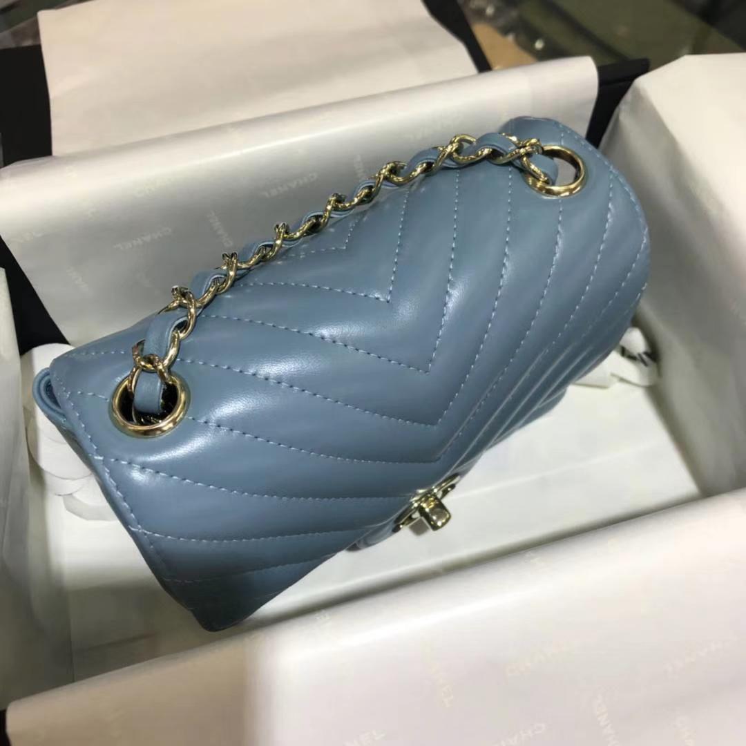 Chanel 香奈儿 V字绣 小羊皮 梦幻蓝 17cm 香槟金