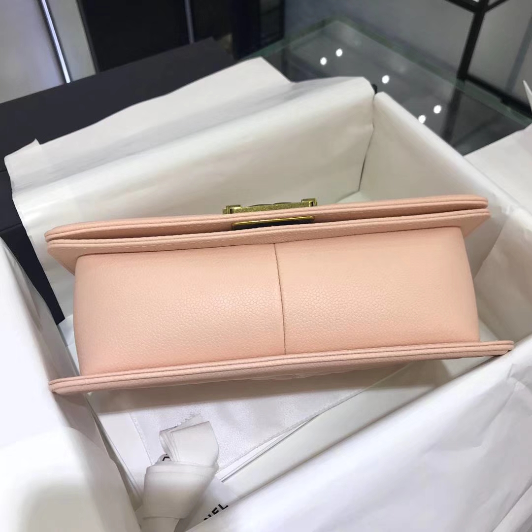 Chanel 香奈儿Leboy Bag 鱼子酱 嫩粉 25cm 古金扣