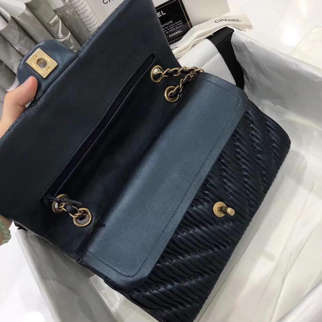 Chanel 香奈儿 希腊褶皱款 25cm星空蓝 磨沙金的质感  Chanel Classic Flap