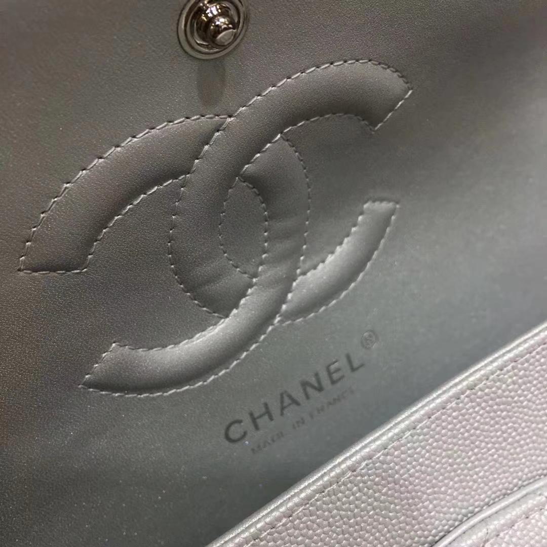 Chanel 香奈儿 Cf经典系列 25cm 原厂皮小鱼子酱 银色 银扣