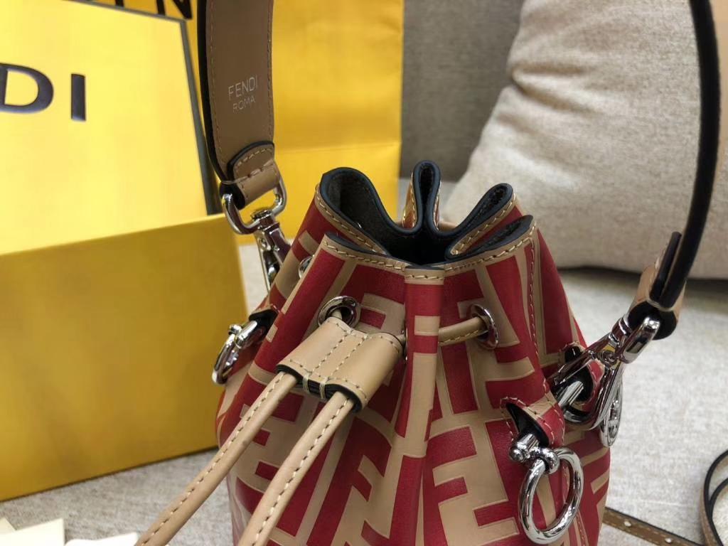 Fendi 芬迪 MON TRESOR水桶包 抽绳开合 小牛皮 红拼杏色 12x18x10cm