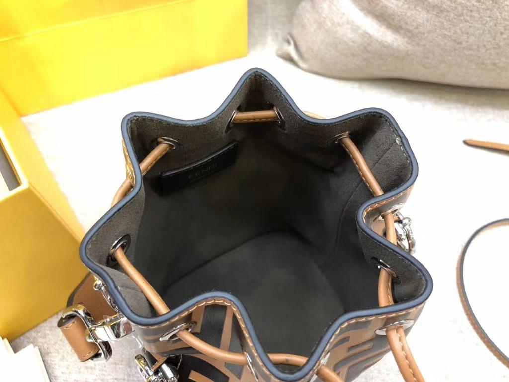 Fendi 芬迪 MONTRESOR水桶包抽绳开合 小牛皮 棕色 12x18x10cm