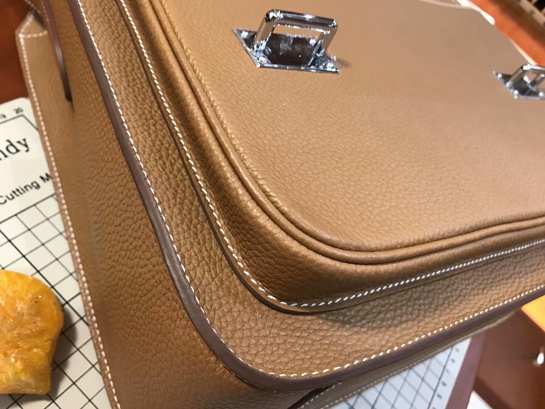 HERMES 爱马仕 男士邮差包 CK37 金棕色 Gold 现货系列 配全套包装